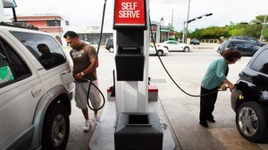 gty_gas_station_pumping_nt_121119_wg